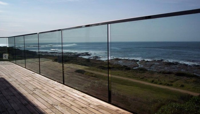 hidden base glass balustrade